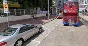 Street scene of Hoi Wang Road minibus stop, where cars block the bus stops